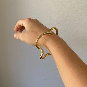 Vintage gold minimalist sculptural wavy bracelet